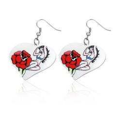Malované ocelové náušnice ve tvaru srdce - dívka a růže