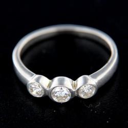 Stříbrný prsten R246