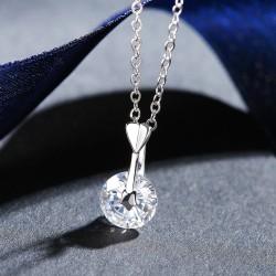 Stříbrný přívěsek s krystalem