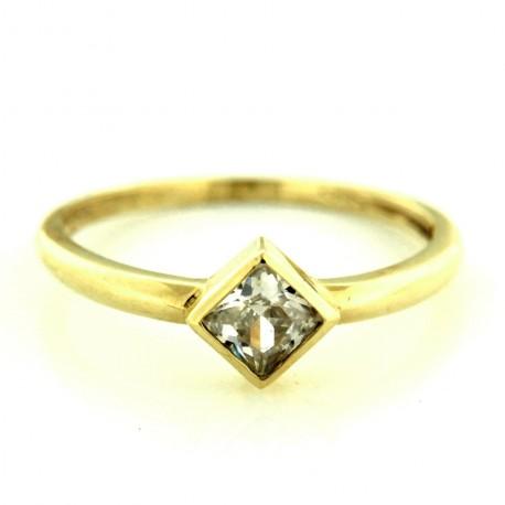 Zlatý prsten R16